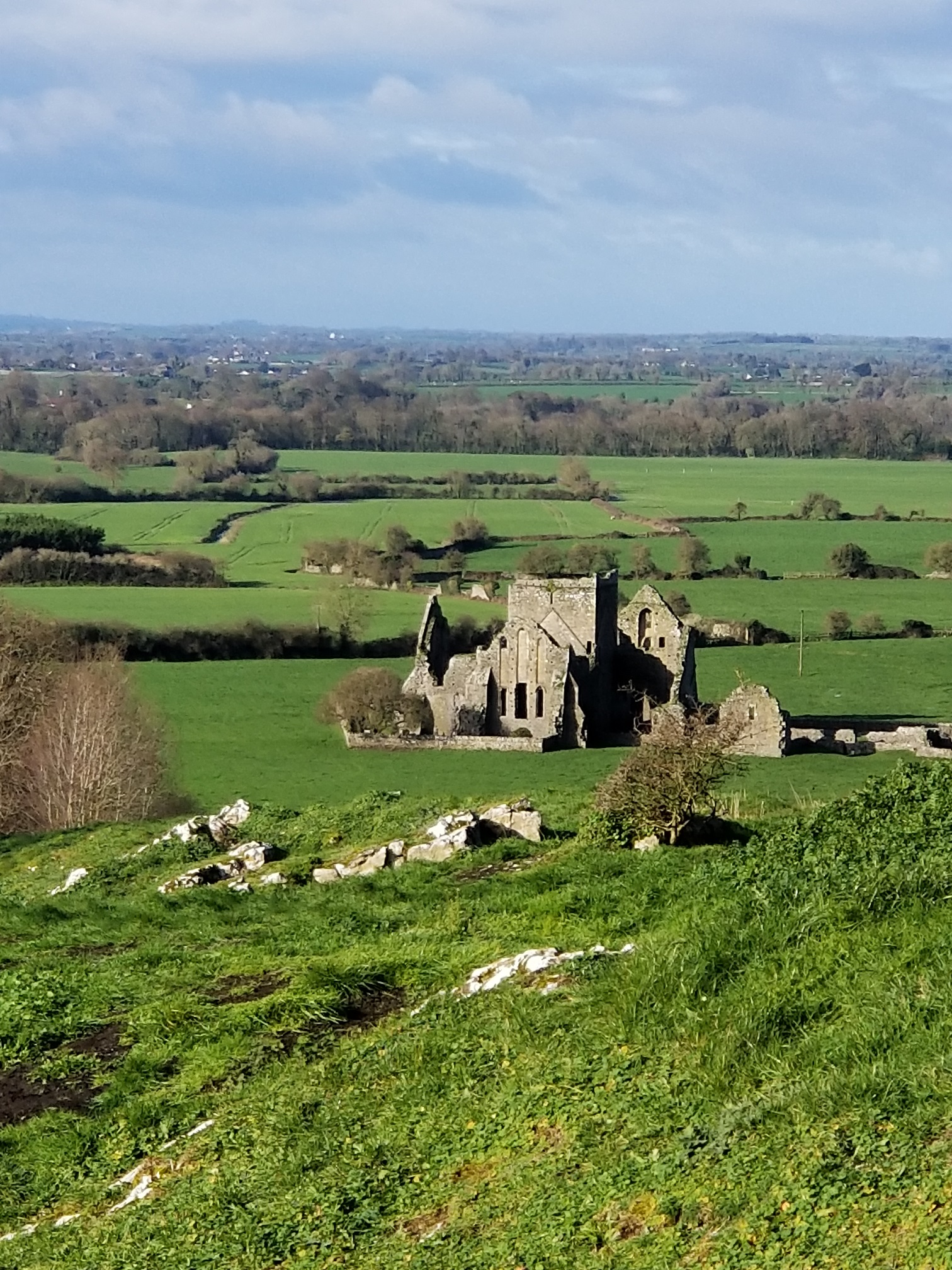 photo of ireland countryside with green grass and an old building